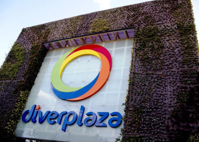 Diver Plaza